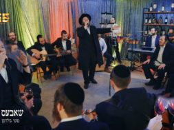 Motti Goldman & Fire Band – Shabbos Tish
